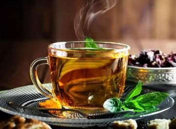 Tasse de thé vert menthe